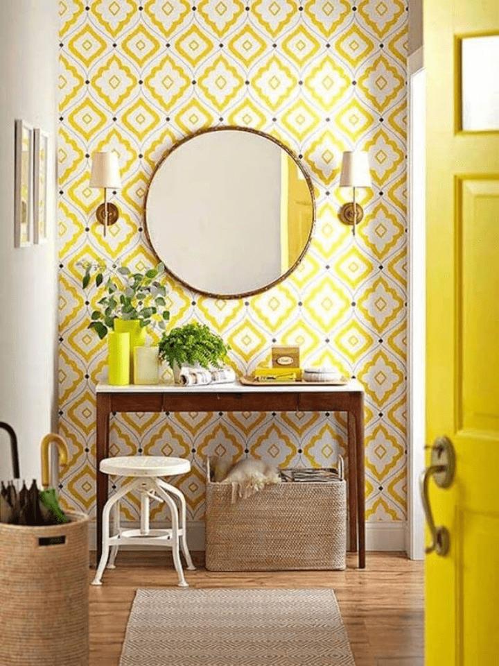 papel pintado con motivos geométricos para decorar el recibidor de casa