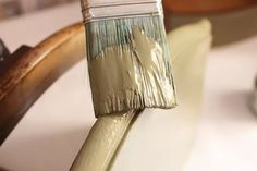 pintura chalk paint de color aceituna para restaurar muebles