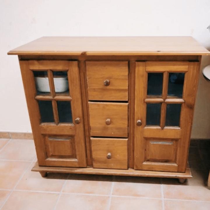 alacena de cocina antes de ser restaurada