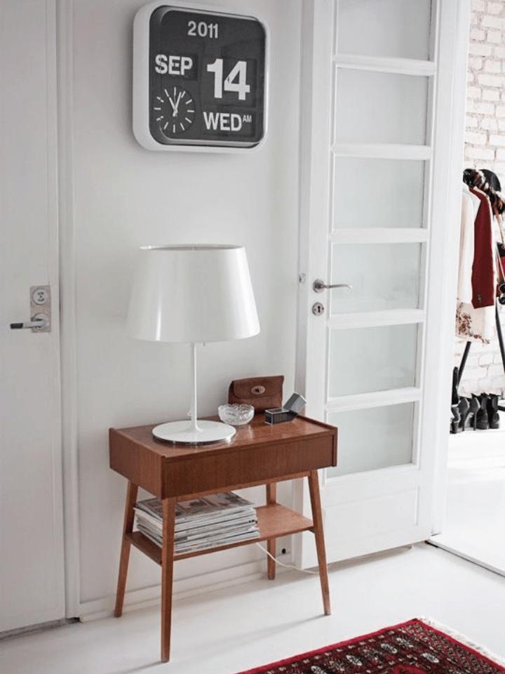mueble y complementos vintage para el recibidor