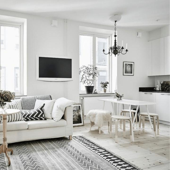 pequeño loft decorado en blanco y negro