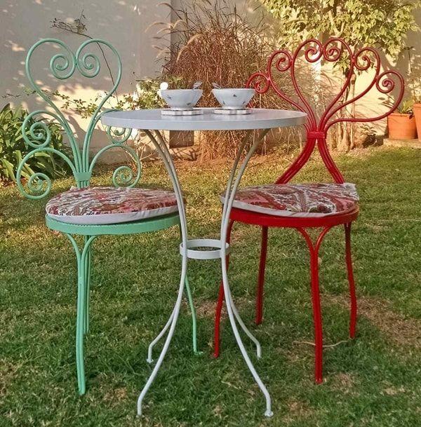 sillas recicladas de hierro forjado