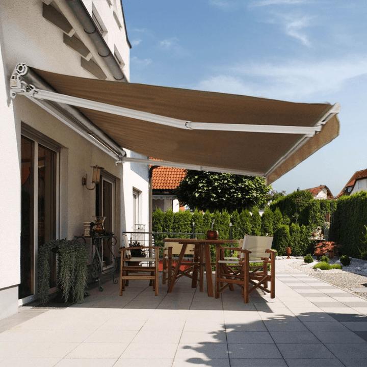 terraza con toldo: ideas para protegerte del sol