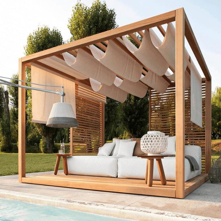 pérgola de madera con techo de lona beige