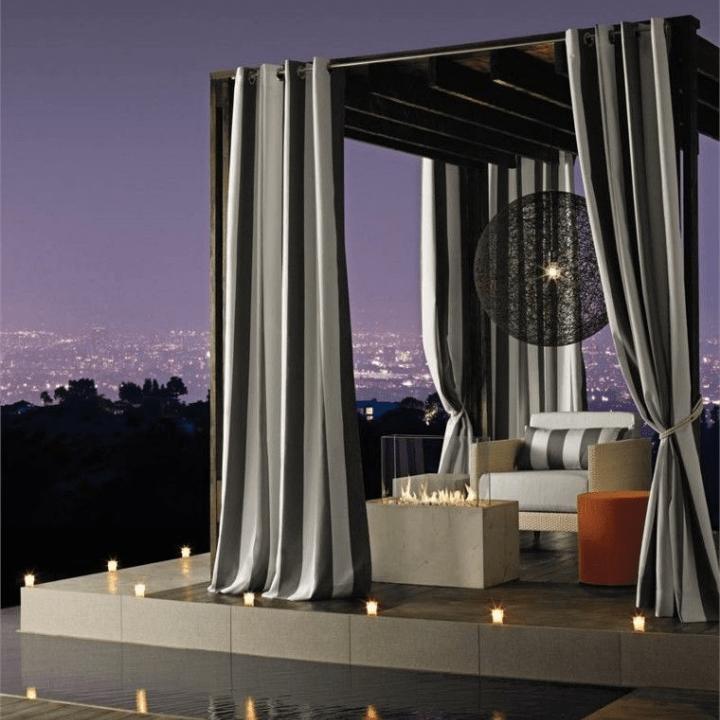 terrazas con sombra: cenador con techo plano de madera y cortinas lona en gris