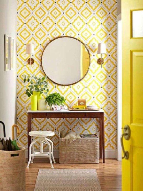 papel pintado amarillo para el recibidor. Reforma express