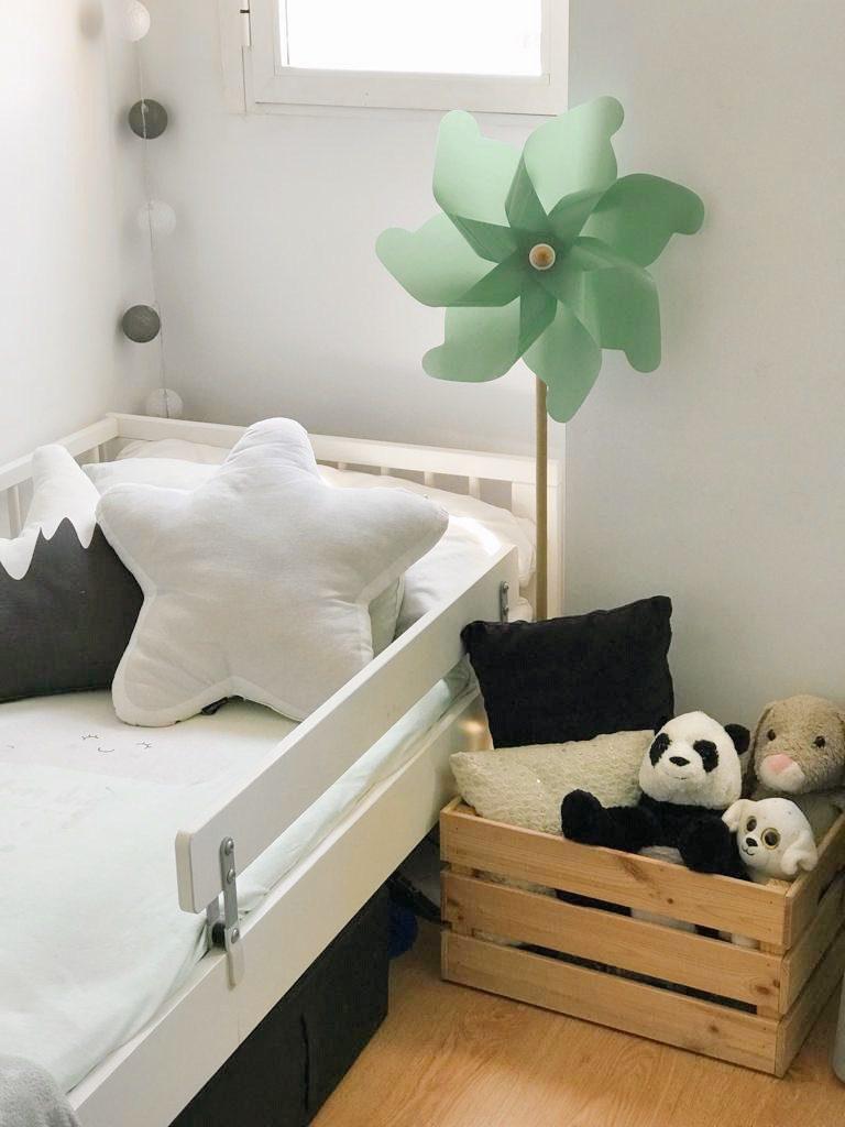 molinillos de viento para decorar habitaciones infantiles
