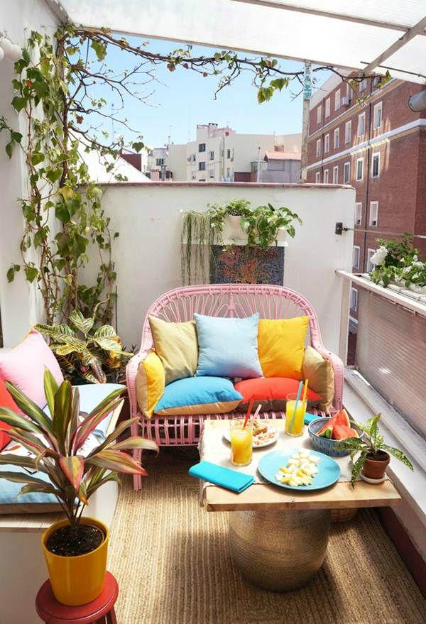 balcón colorido. Ideas para decorar un pequeño balcón