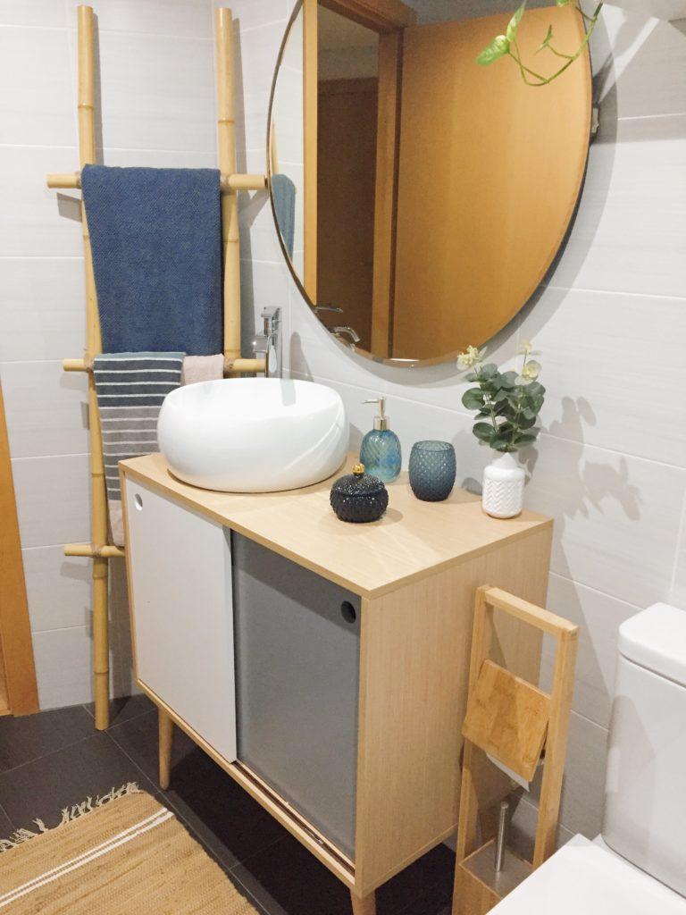 Toallero low cost, hecho con cañas de bambú