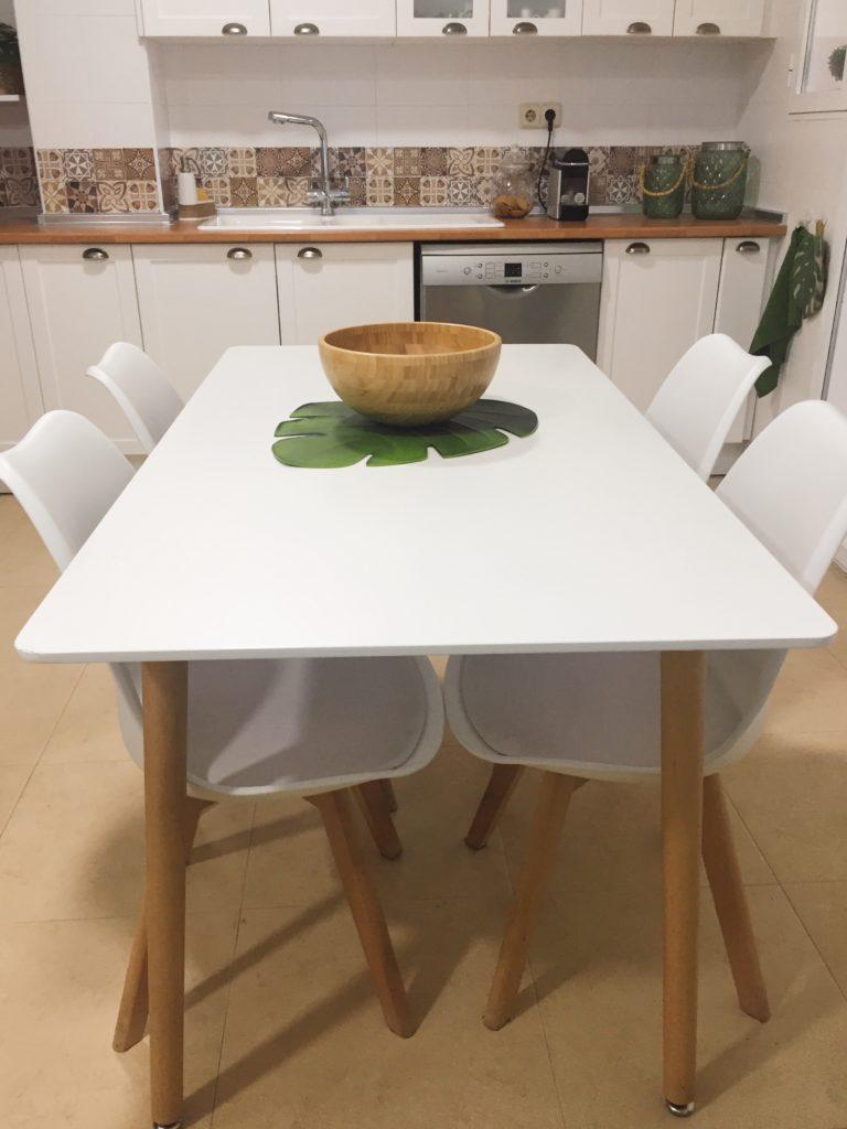 mesa y sillas de cocina estilo nórdico