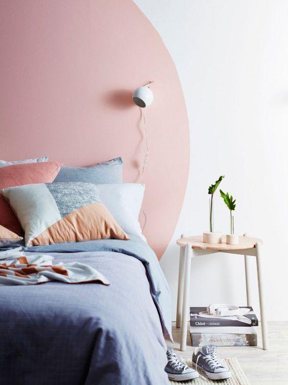 Cabecero pintado a la pared en rosa