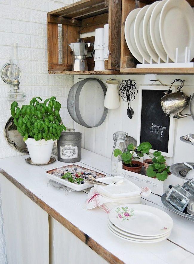 Ideas para decorar la cocina con cajas de madera. Plateras originales