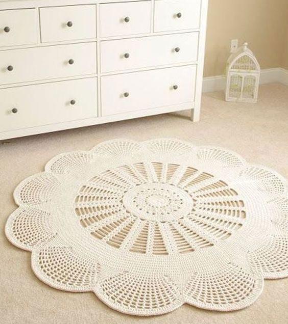 dormitorio decorado con alfombra de fibras naturales