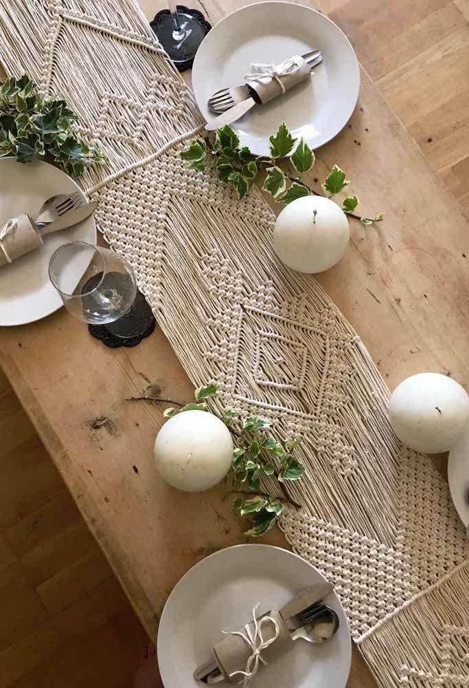 Camino de macramé para decorar la mesa con fibras naturales