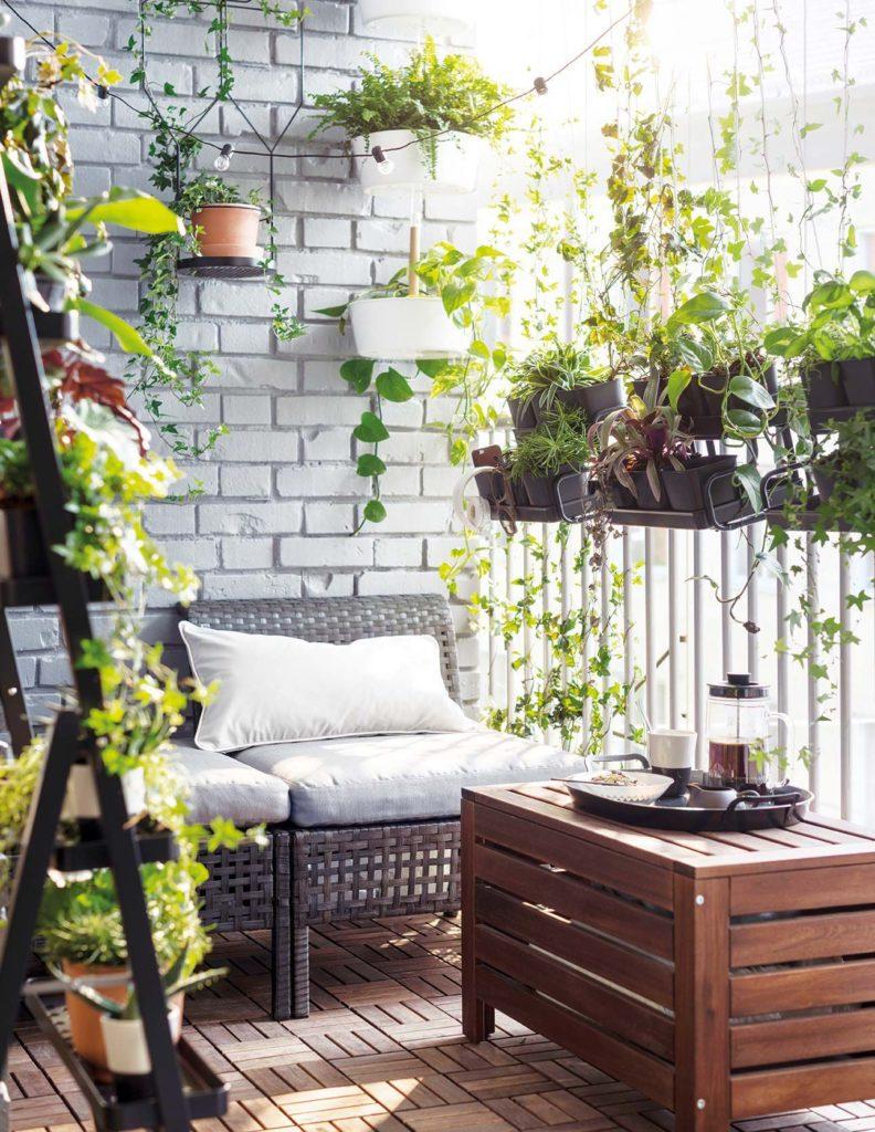 Balcón decorado con plantas. Ideas balcones pequeños
