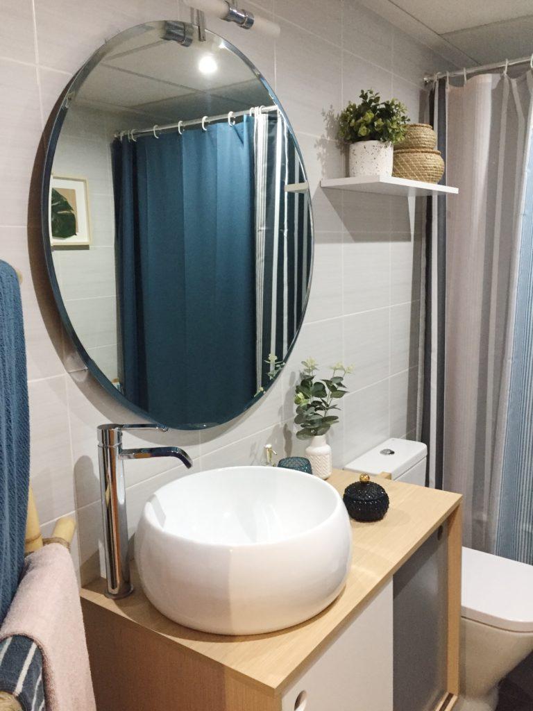 Lavabos de sobre encimera y espejos redondos para el baño