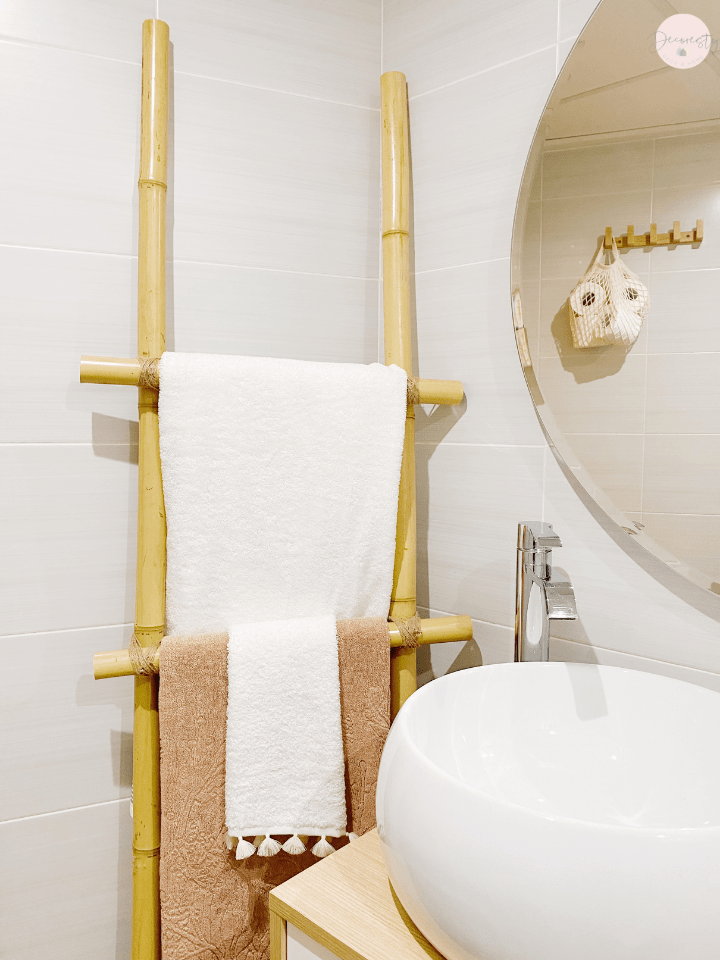 baños low cost: toallero de bambú