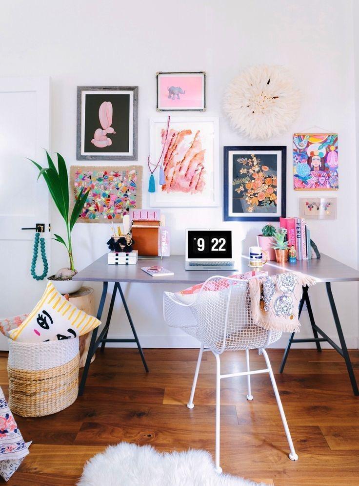 Oficinas en casa llenas de color