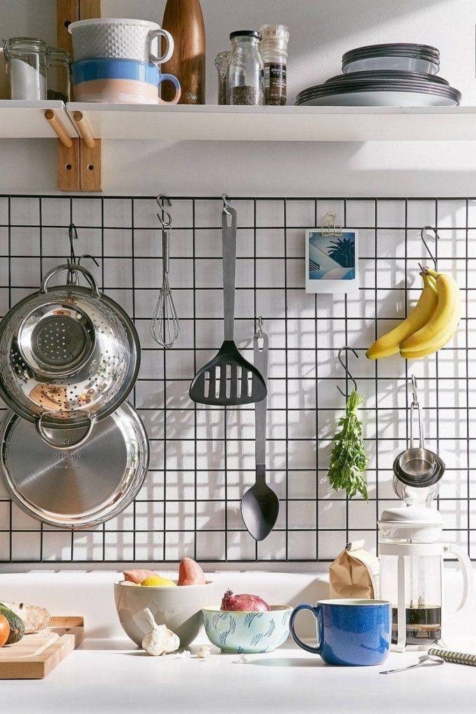 Rejillas metálicas para los utensilios de cocina