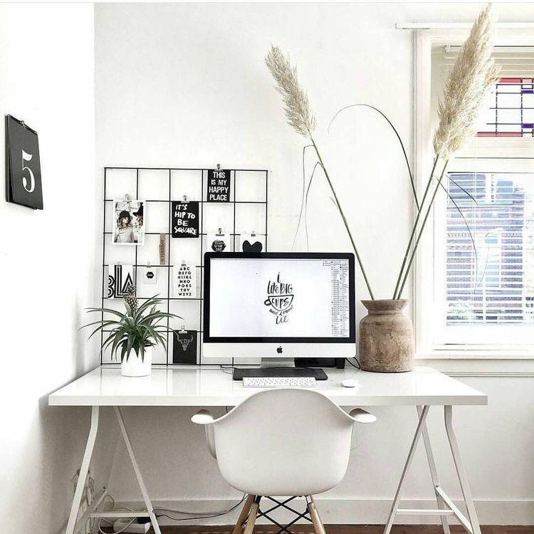 Rejillas metálicas para organizar el escritorio
