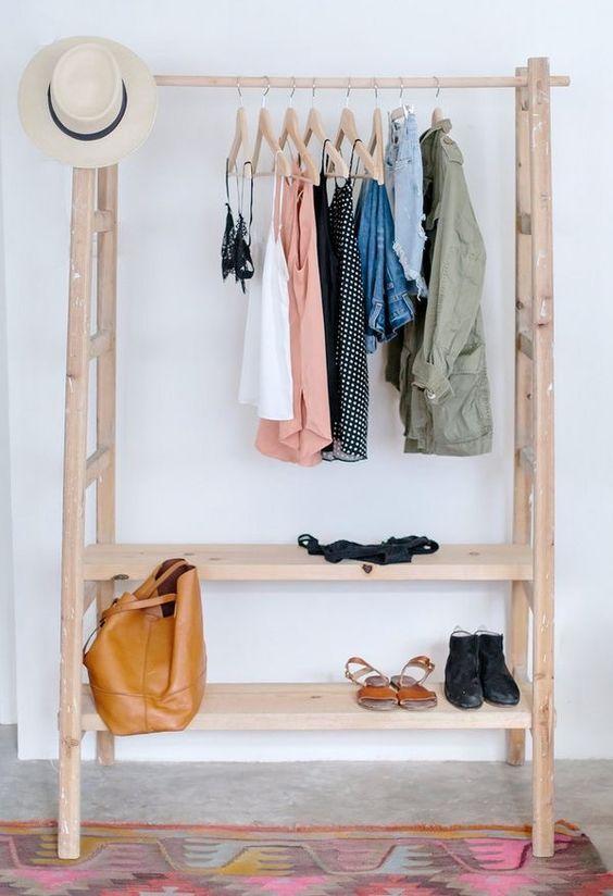 Vestidor abierto reciclado. Escaleras de madera