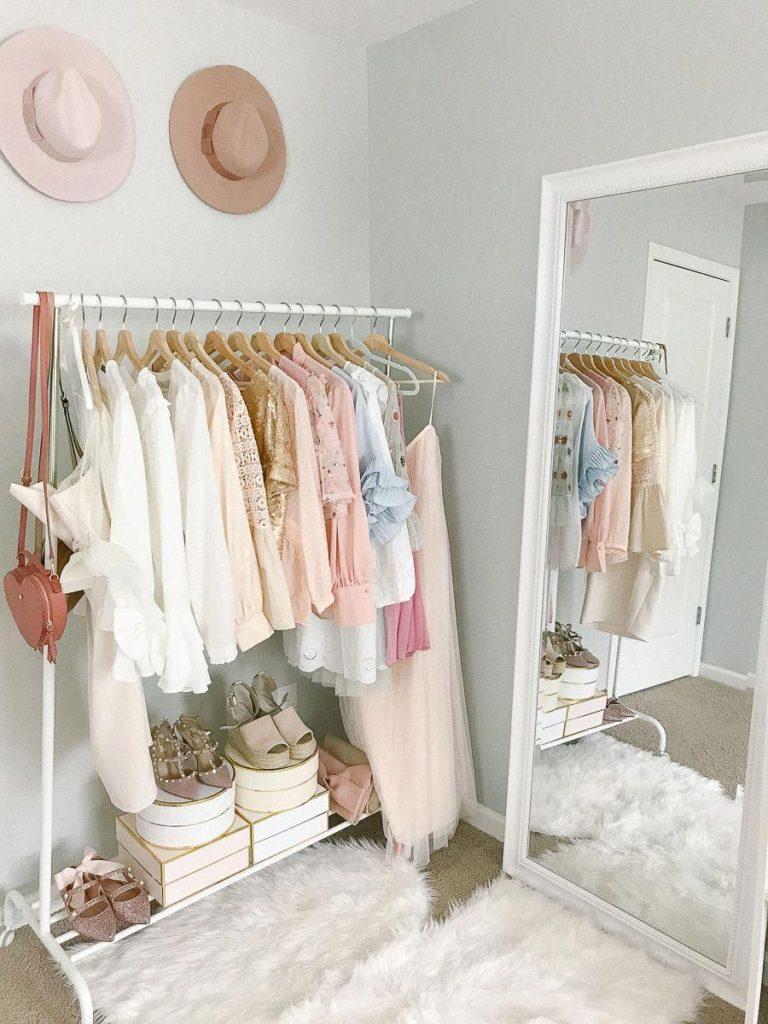 Burros y percheros para organizar la ropa