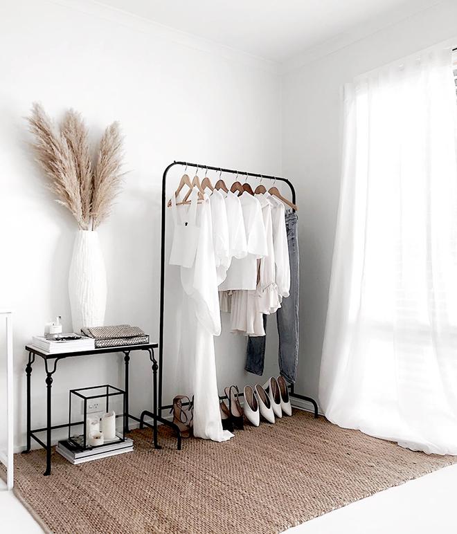 Blanco y negro para un vestidor elegante