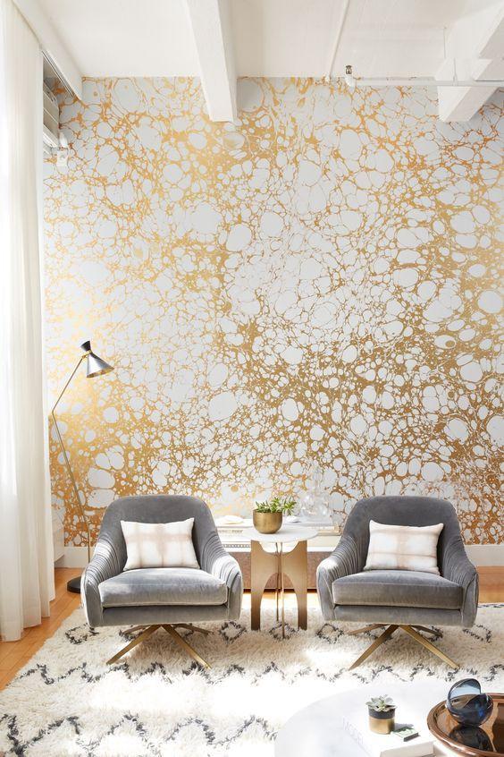 Papel pintado bañado en oro
