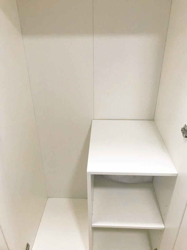Interior armario escobero ikea