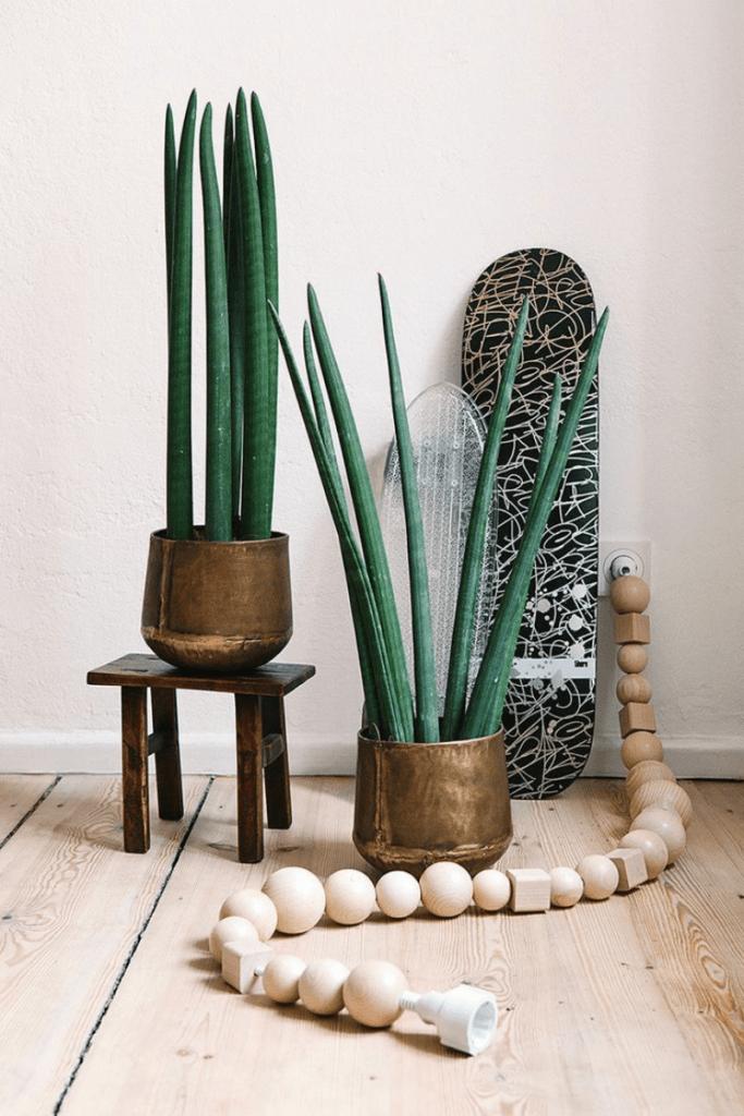 diy con bolas de madera: esconde los cables