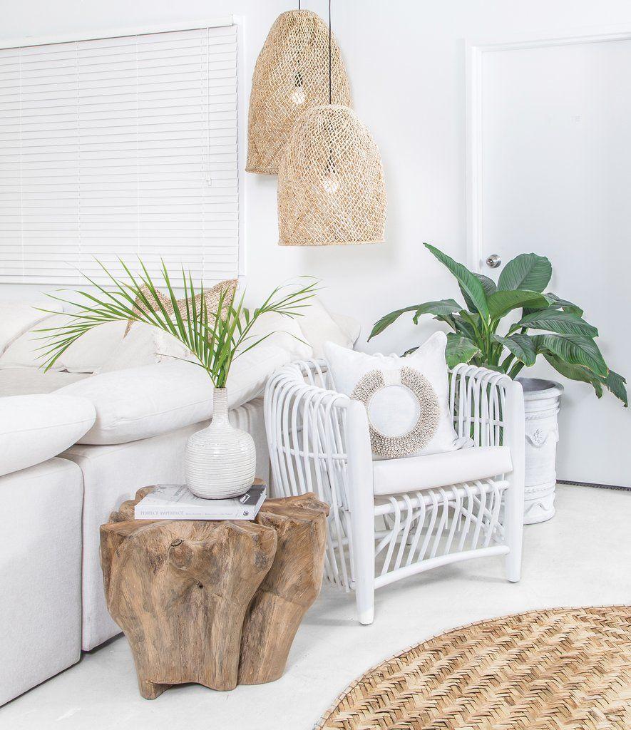 Lámparas originales de fibras naturales y troncos de madera en bruto para decorar el hogar