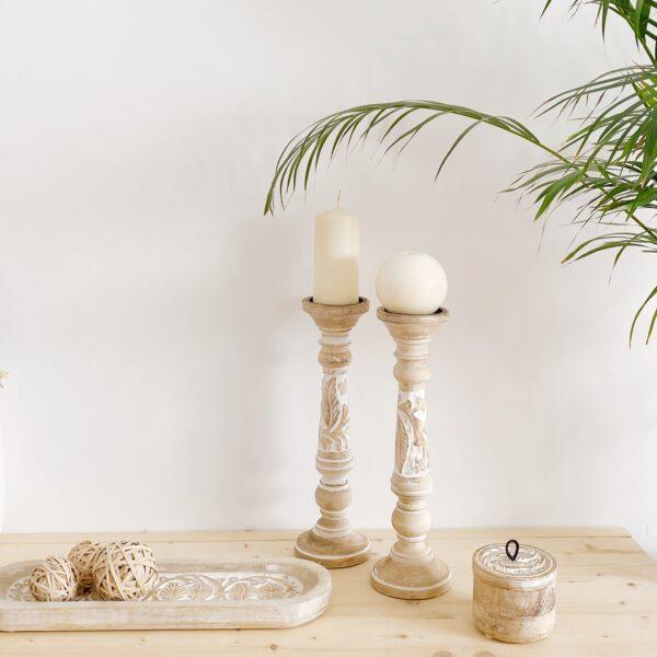 candelabro de madera tallada decapado en blanco