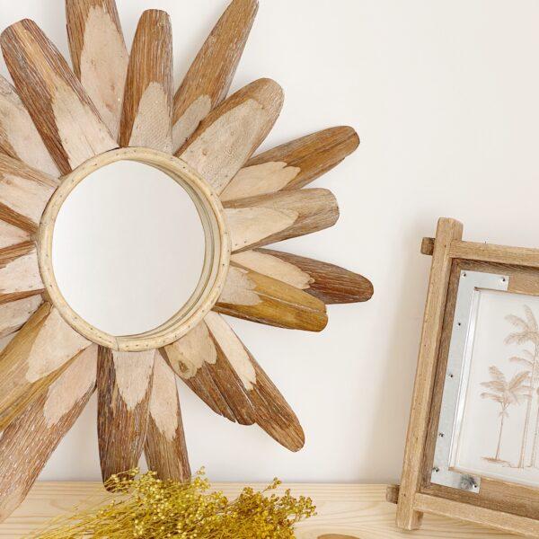 Espejo en forma de sol de madera