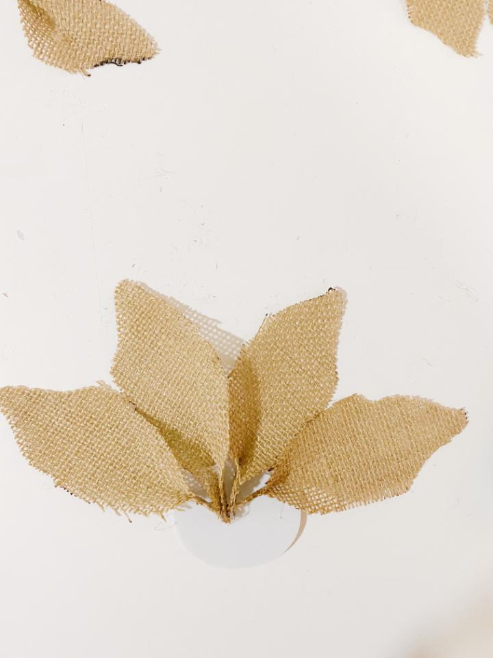 diy: como hacer una flor de pascua con yute