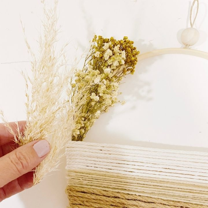 Flores secas para decorar las paredes de casa