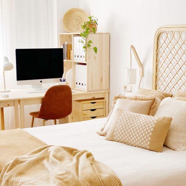 Dormitorio estilo nórdico. Iluminación de pared