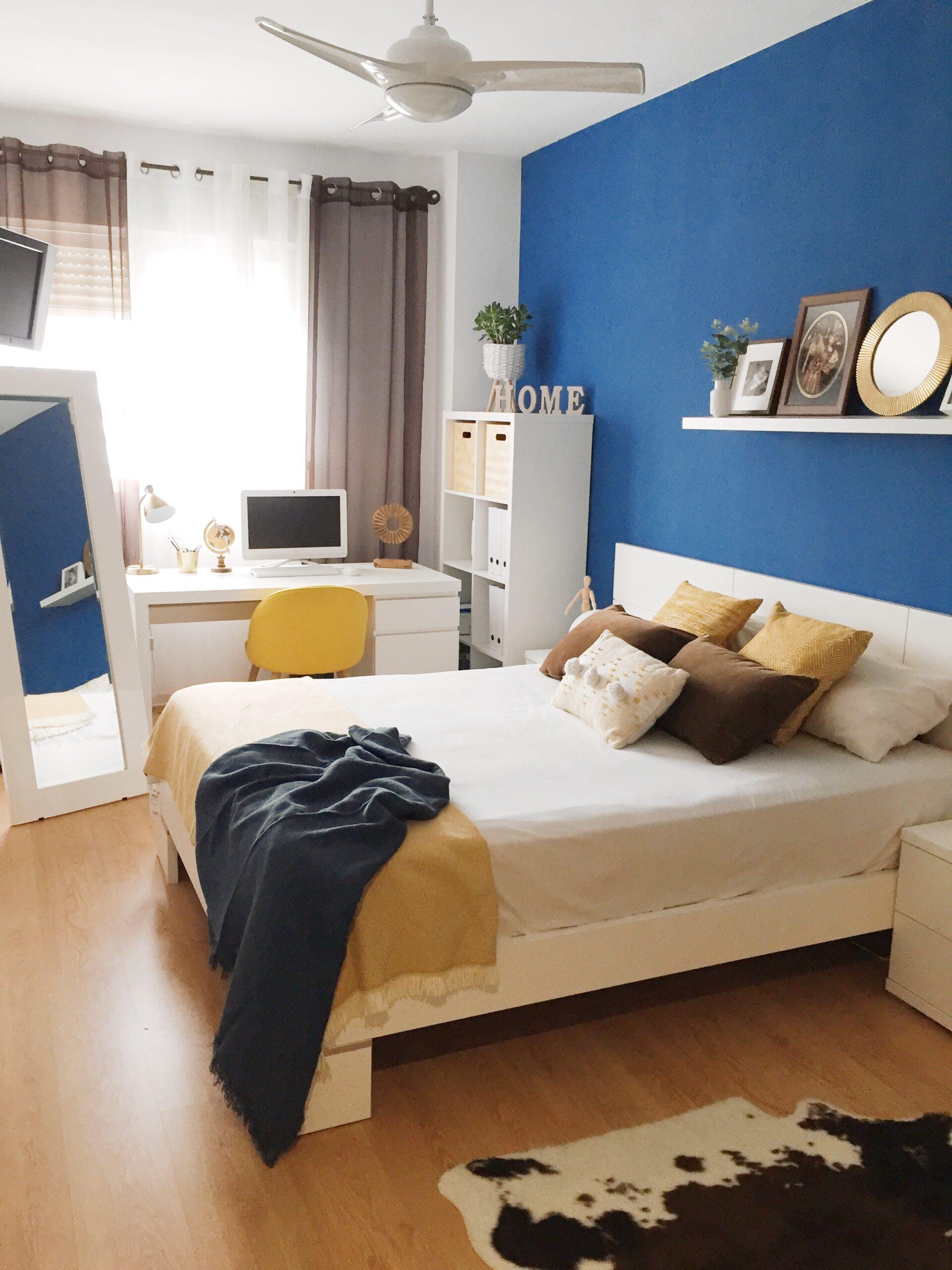 dormitorio con zona de trabajo antes de una renovación