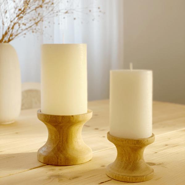 Decoración nórdica. Pareja de candelabros de madera. Portavelas decorativos
