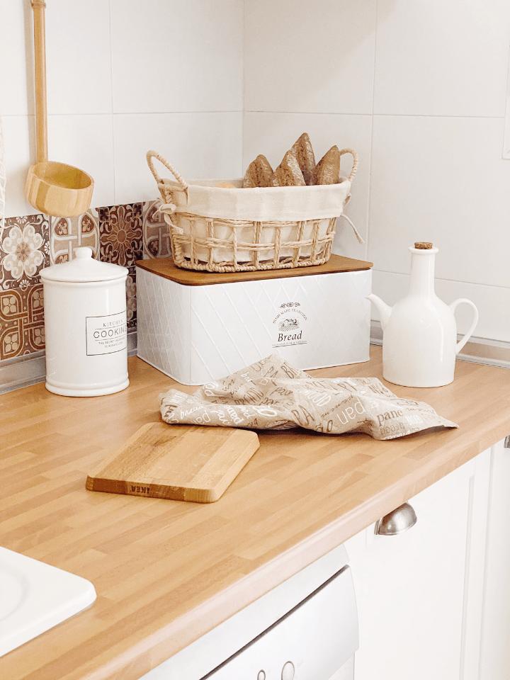 Tips para decorar y organizar los alimentos con cestos