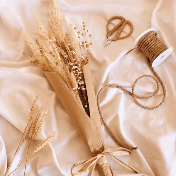 foto de estudio ramo de flores secas